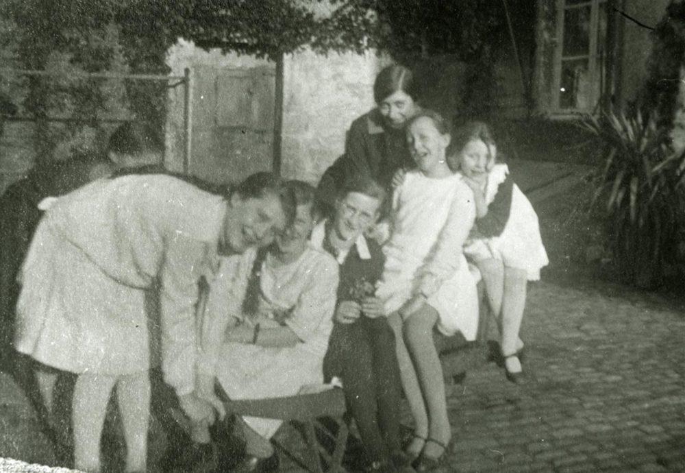 Les filles Schmitz et leurs amies, Birelerhof, Sandweiler ca. 1925 © photographe inconnu, droits réservés