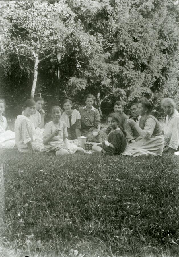 La famille Schmitz au pic nic / beim Picknick ca.1925 © photographe inconnu, droits réservés
