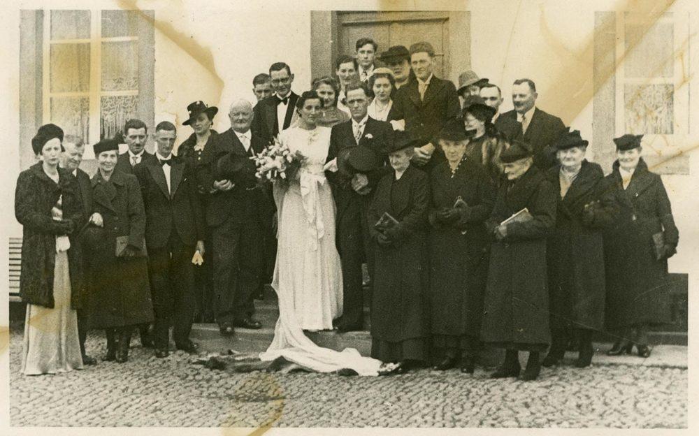 Mariage de / Hochzeit von Elisabeth Schmitz et / und Jean-Pierre Joseph Conzémius, Fouhren, 1940 © photographe inconnu, droits réservés