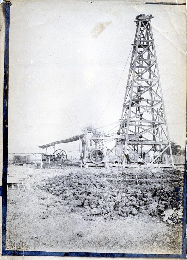 Puits de pétrol / Ölbohrung, Padas (?) © photographe inconnu, droits réservés