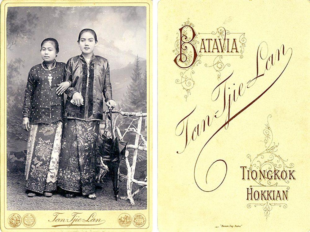 Saïna Binti Maän (à gauche / links); épouse de / Ehefrau von Heinrich Schmitz du Moulin © Tan Tjie Lan Tiongkok Hokkian, Batavia