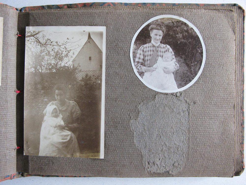 A droite / rechts, Hedwig Schmitz-Fürstenberg et un de ses 5 enfants / und eines ihrer 5 Kinder © photographe inconnu, droits réservés