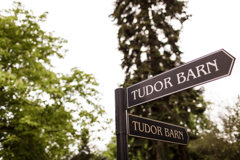 Tudor_Barn_Wedding_05