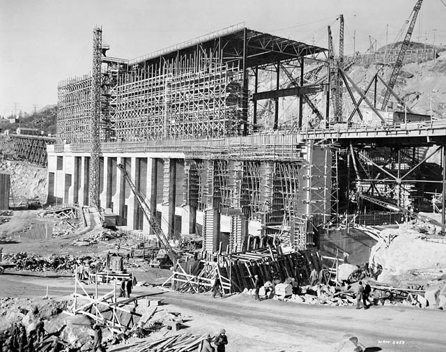 Construction of the Shipshaw hydroelectric project, January 21, 1943: National Film Board of Canada. Photothèque Library and Archives Canada