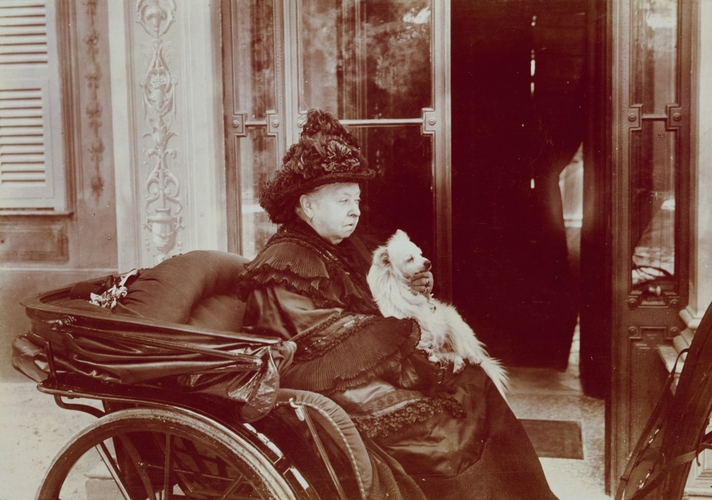 Queen victoria and turi, her pomeranian, c. 1895 via  the royal collection trust