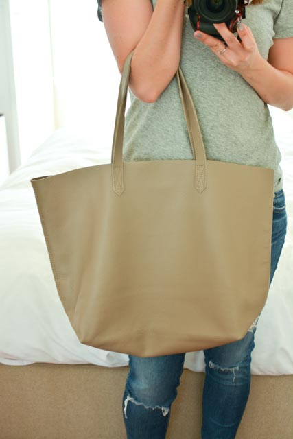 2d9cd677bd6fa The Cuyana tote also comes in 3 different variations: the classic, the tall  tote and the zippered tote.