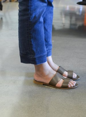 028ccd985c52 Everlane Review The Bridge Sandal — Temporary-House Wifey
