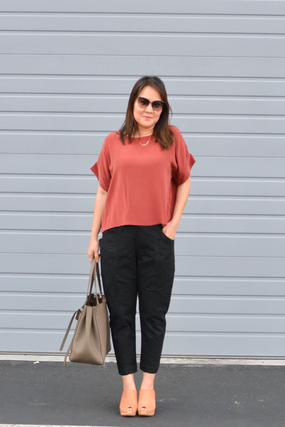 Elizabeth Suzann Review Clyde pants (1 of 1)-min.jpg