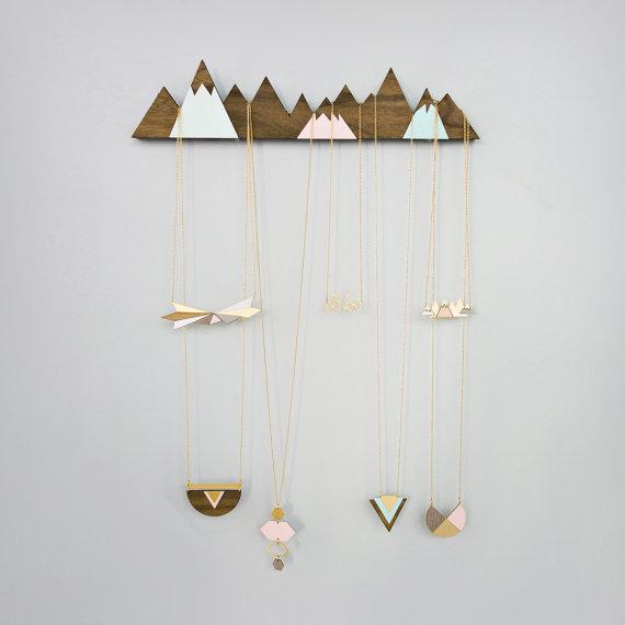 Mountain hook jewelry organizer