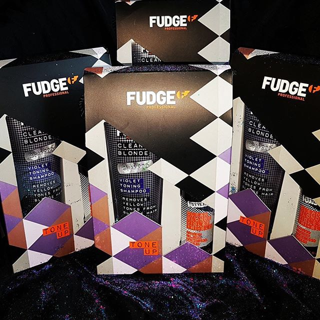 Clean up your blonde with Fudge Tone Up combo! Includes: Violet toning shampoo 300ml Removes yellow tones from blonde hair with super hydrating guarana. Violet Tri-blo 150ml. Prime, shine and protect blow dry spray with violet toning. The light non-sticky formula defends against 235c heat. Leaves hair stronger and smoother with masses of shine! Only £19.95!