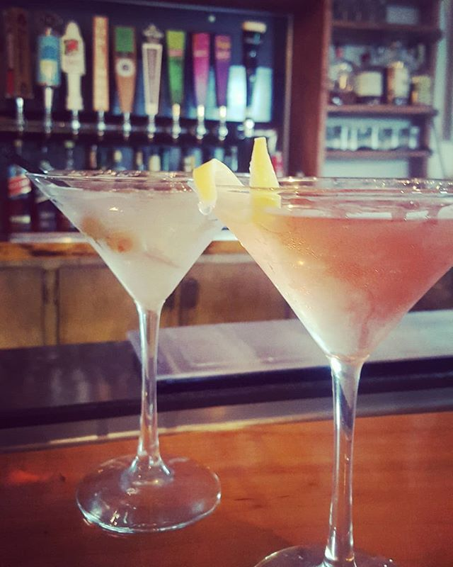 Are you sweet or savory tonight? 🍸 #friyayvibes #martininight #dirtymartini #cosmo #cocktailhour