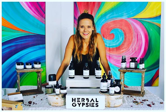 Come wine down at the Wine Scene and support Herbal Gypsies. Enter to win a free Glowing Feather Face Oil! 💖 . . . . . #herbalgypsies #herbalife #healthylifestyle #greenbeauty #smallbusiness #womeninbusiness #winescenewpb #wine