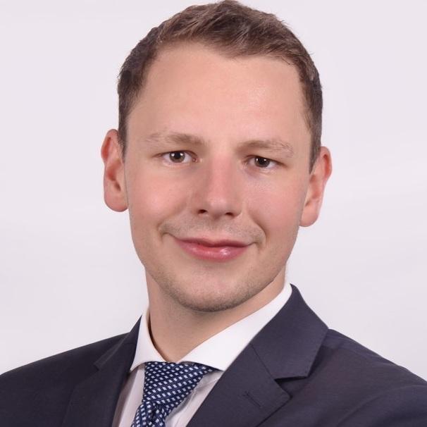 Maximilian Hentschel   Consultant  Blockchain   LinkedIn  |  Xing