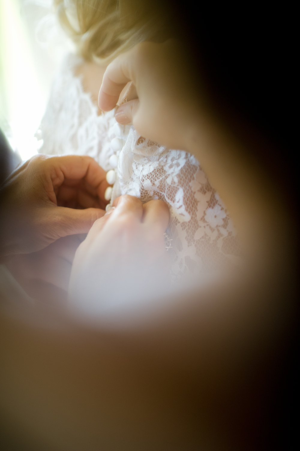Destin-Wedding-Photographry-GettingReady-dress-details.jpg