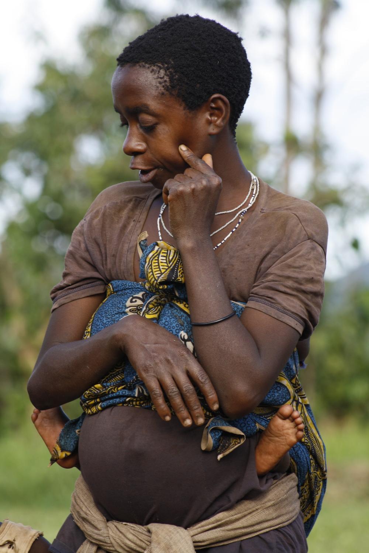 Batwa woman and child in Kanungu, Uganda