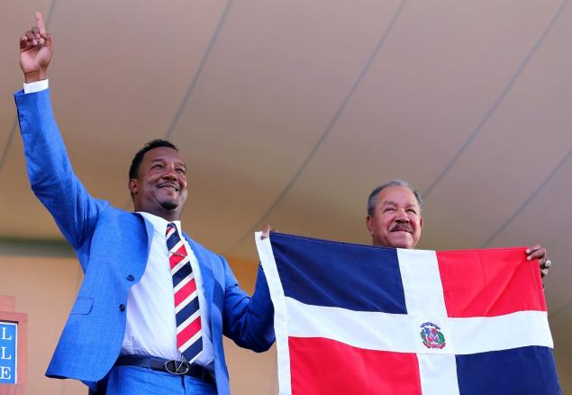 When his speech was completed Pedro Martinez, the first player from the Dominican Republic elected to the Hall of Fame, unfurled his country's flag and called up Juan Marichal to pose tor pictures.