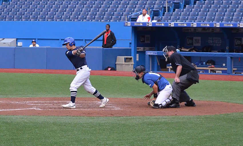 Future Navy's Noah Or (Richmond, BC) of the North Delta Blue Jays swings at a pitch from Quebec Blue's Vincent Beauregard (Laval, Que.). Photo Credit:Mitch Sanderson