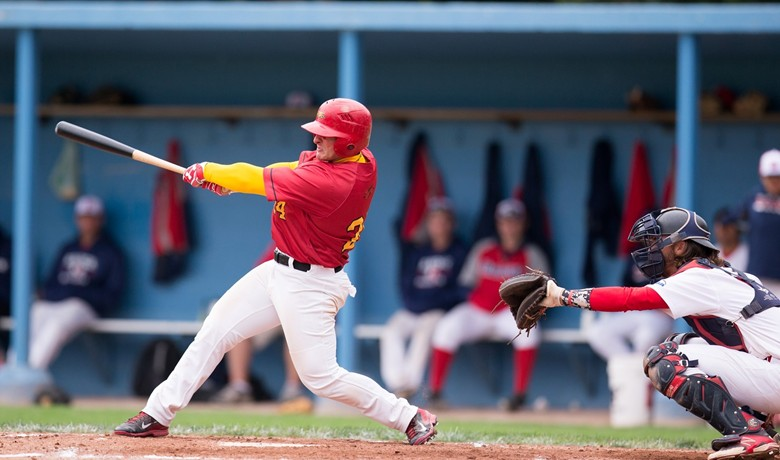 Gordon Walmsley (Hanover, Ont.) hit a two-run homer as the Guelph Gryphons swept a doubleheader from the Brock Badgers.