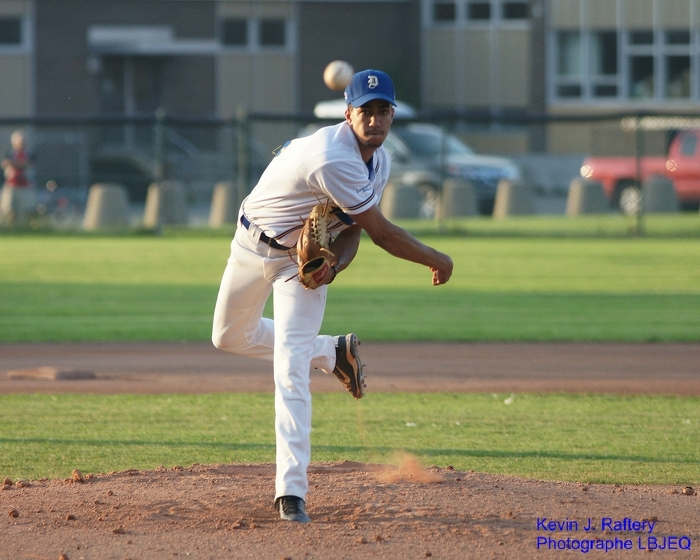 Philippe Graham (St. Chrysostome, Que.) pitched MidAmerica Nazarene Pioneers to victory striking out 10. Photo: Kevin J. Raftery.