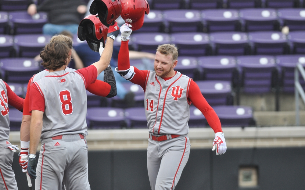 Matt Lloyd (Okotoks, Alta.) did a lot of helmet banging this past weekend with the Indiana Hoosiers with a four-homer day in a doubleheader against Northwestern as he picked up the save. On the week, the former Okotoks Dawg two-way man had two saves, while knocking in 10 runs and batting .643.