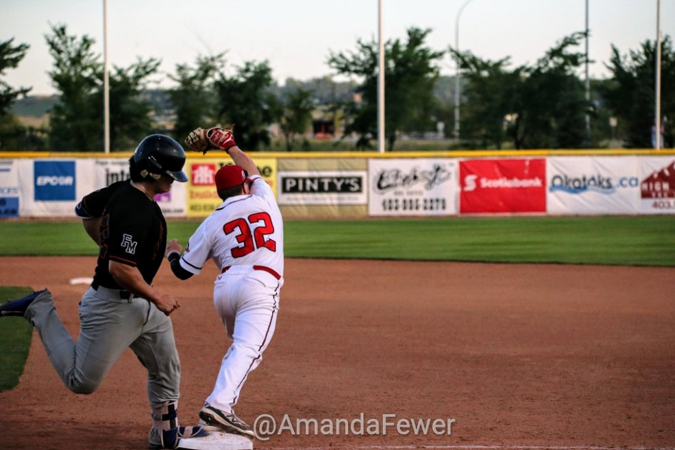 Justin King (Okotoks, Alta.) makes the long stre-eeee-tch for the out at 1B