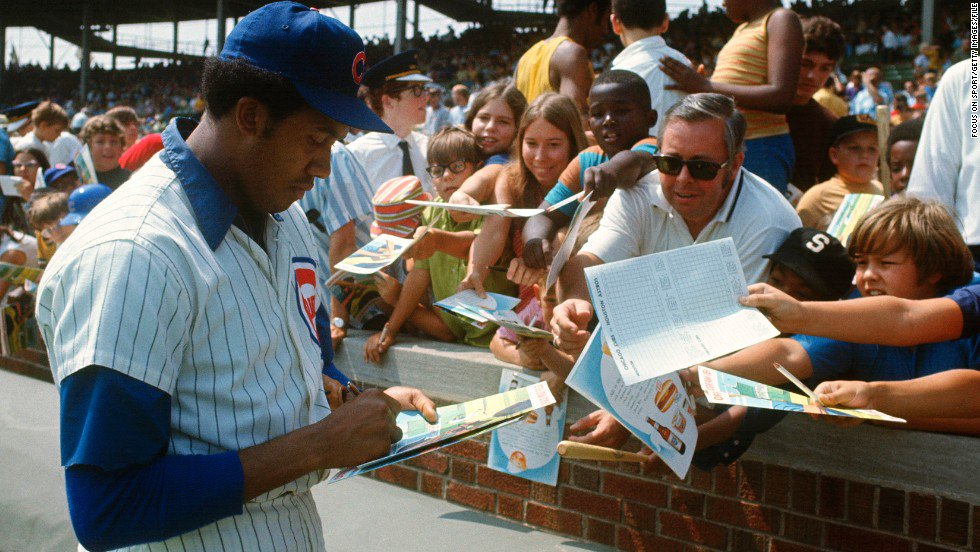 Hall of Famer Fergie Jenkins (Chatham, Ont.) signs autographs for fans at Wrigley Field in Chicago during his playing career. Photo Credit: VintageBaseball (Twitter)