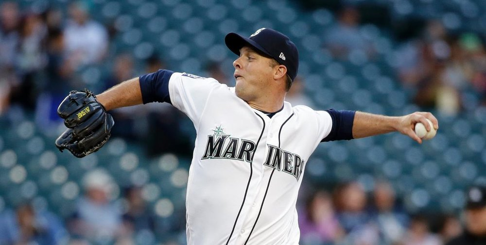 North Battleford, Sask., native Andrew Albers registered his first major league win in four years on Tuesday when he started for the Seattle Mariners in place of fellow Canadian James Paxton (Ladner, B.C.). Photo Credit: Elaine Thompson/AP