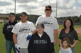 Russell Martin (Montreal, Que.) 2nd from left and Adam Loewen (Surrey, BC) with fans at the Cipola College reunion.