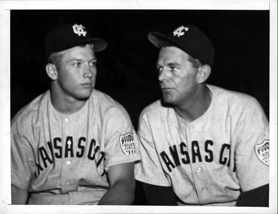Mickey Mantle (left) with his triple-A Kansas City Blues manager George Selkirk (Huntsville, Ont.) in 1951. Photo Credit: Tom's Old Days (Twitter)