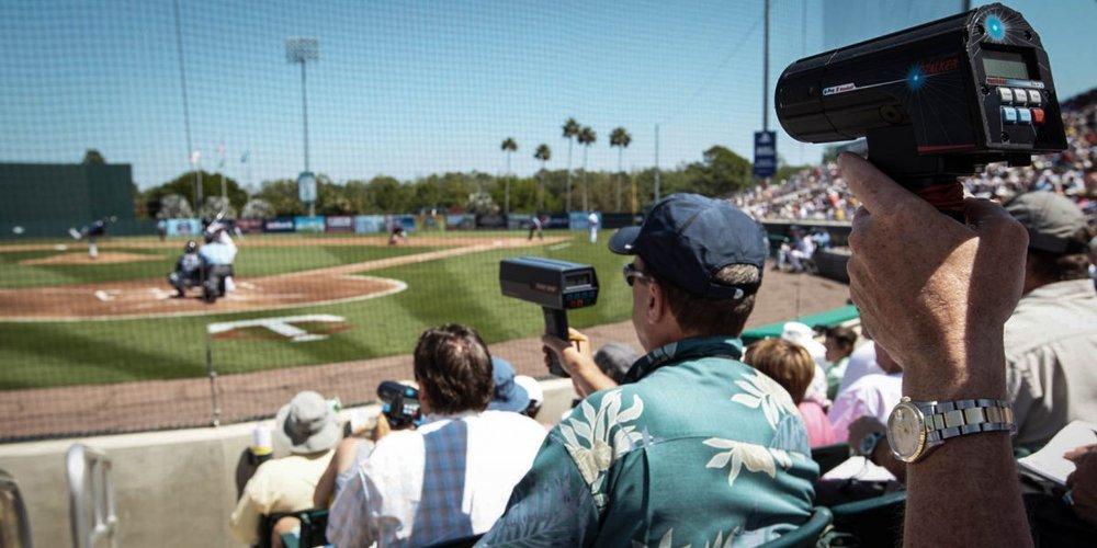 baseball_scouts_radar_gun_w6x7sm7p_hino852e-2-e1498237695782-1200x600.jpg