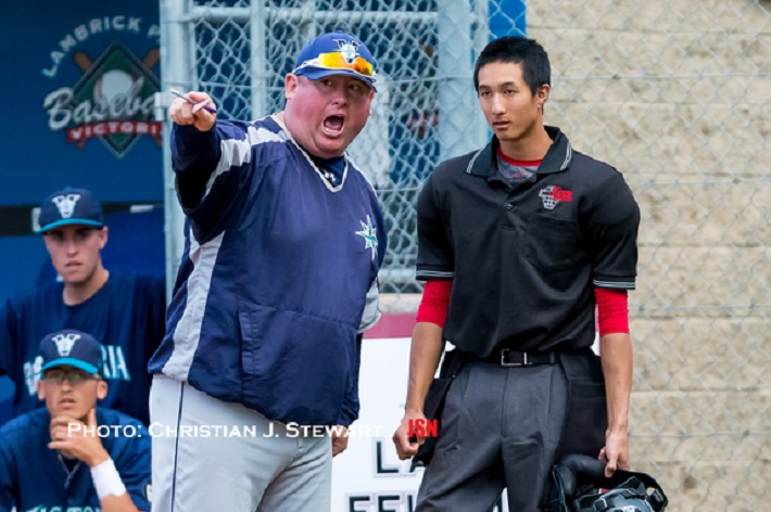 Mariners coach Mike Chewpoy wins another argument. Photo: Christian J. Stewart.