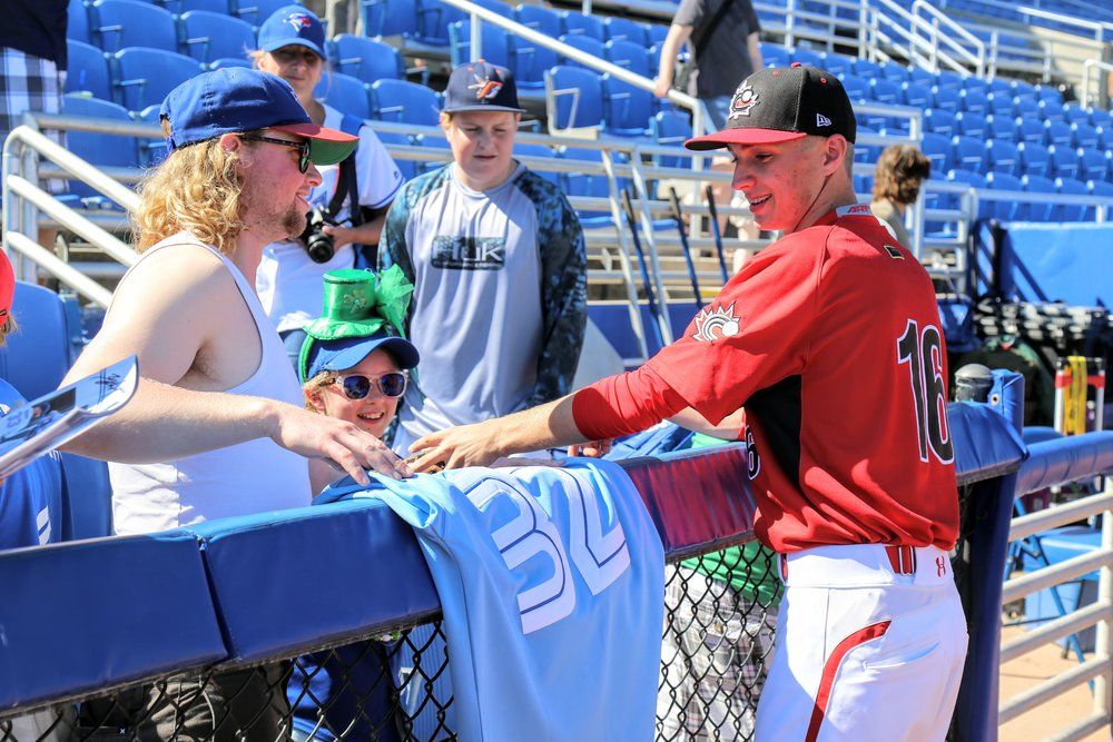 Braden Halladay (Toronto, Ont.) signs one of his father's jerseys for a fan.