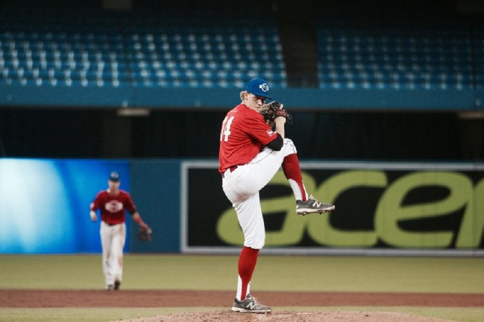 Okotoks Dawgs grad Will Undershute (Okotoks, Alta.) gained the win for Southeastern Blackhawks.