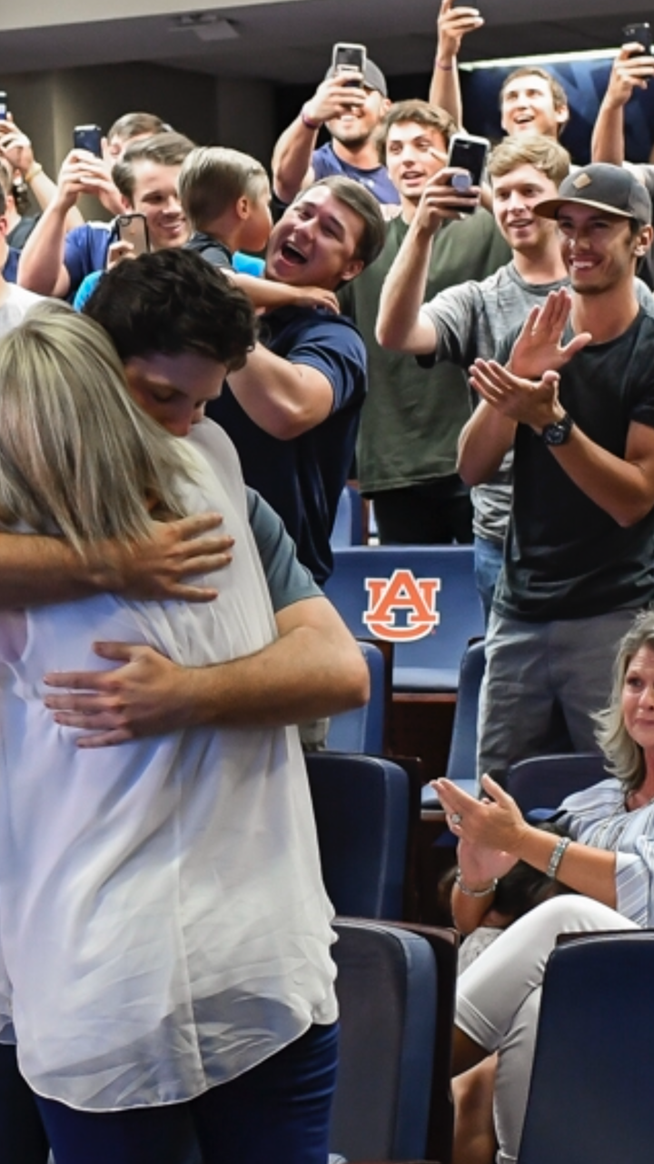 That's Julien in the green shirrt as Mize hugs mom in celebration. Photo: Wade Rackley.