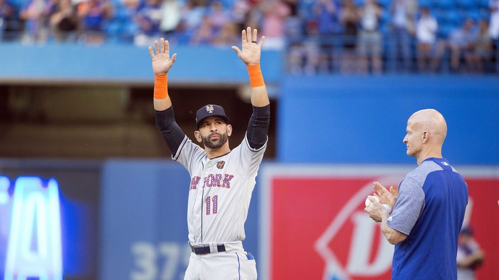 New York Mets RF Jose Bautista acknowledges the cheers following a two-minute video shown by the Blue Jays before Tuesday's game at Rogers Centre. Photo: Nick Turchiaro/USA Today.
