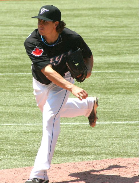 The Toronto Blue Jays have re-signed ex-Jay Zach Stewart to a minor league deal. Photo Credit: Wikipedia
