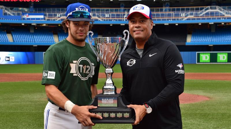 Hall of Famer Robbie Alomar presents the MVP trophy to Ontario Green's Blake Buckle (Milton, Ont.).