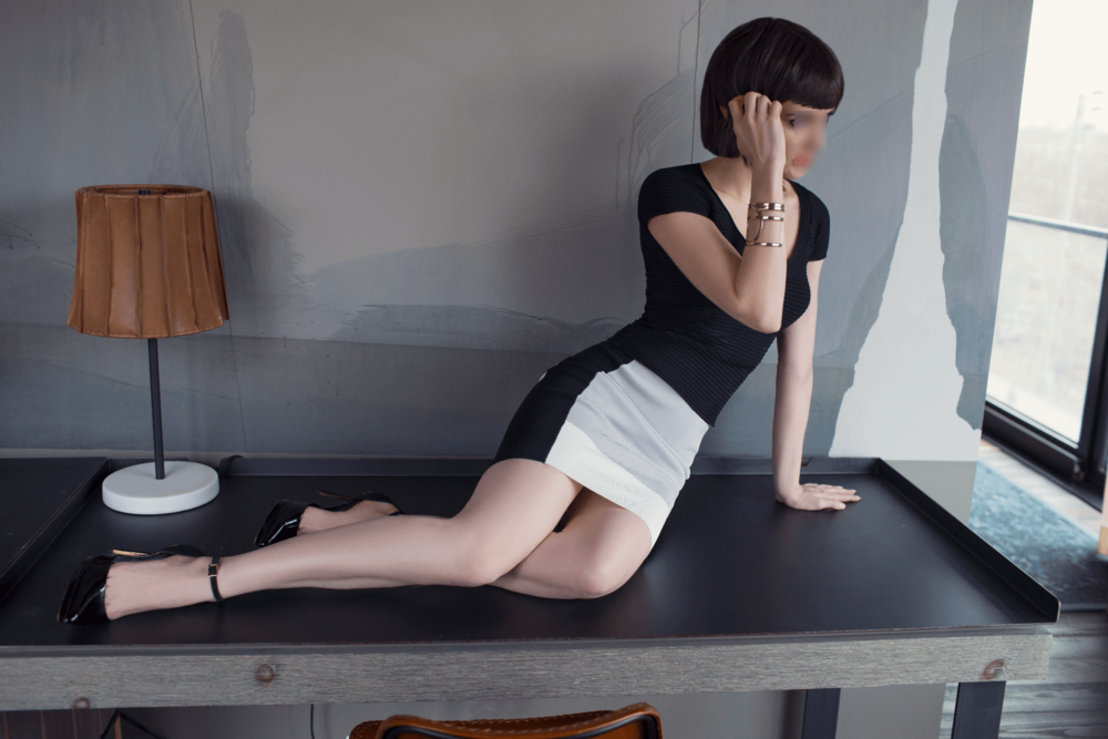 outfit_table_blur Marla Lyons independent high end New York escort courtesan.jpg