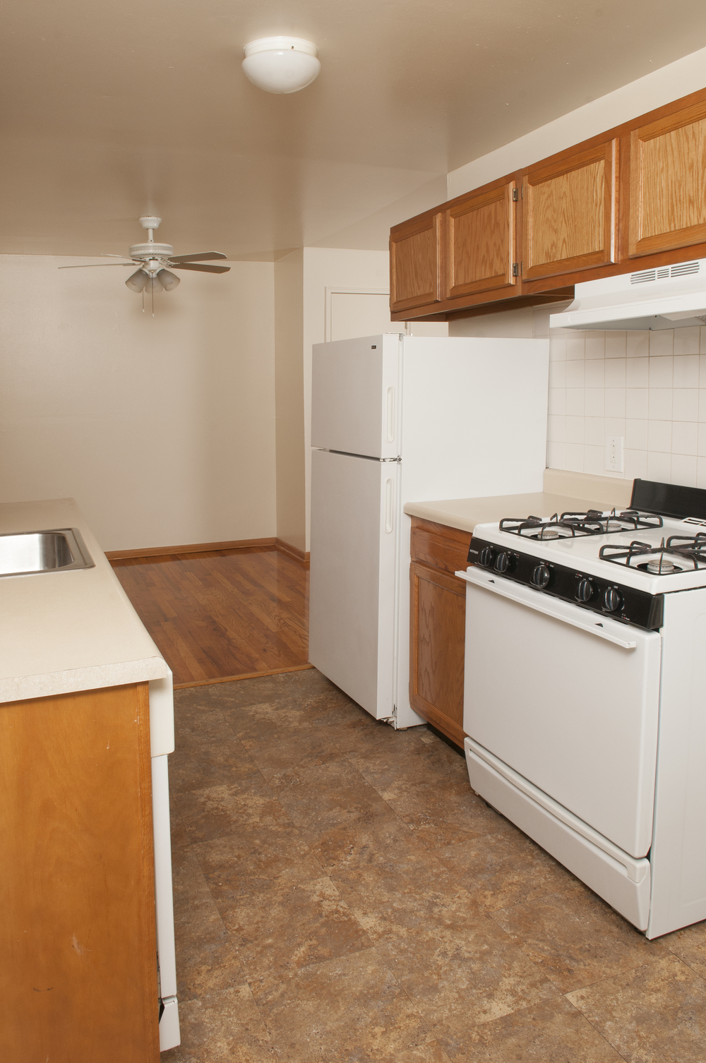 RutgersCourt_Kitchen2.jpg