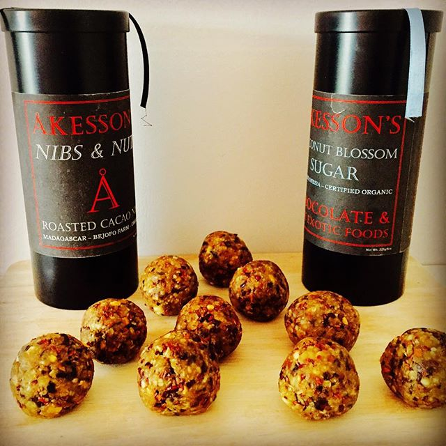 So one of @rds_pro clients @akessons_organic gave us some organic 'roasted cacao nibs and nuts' as well as some 'coconut blossom sugar' to play around with. So we did exactly what we do best and added an adequate amount of hemp protein to ensure these exclusive #Akessons protein balls remain a delicious, tasty and healthy treat!  These exclusively delicious Akessons #RDSPRO protein balls can only be purchased this weekend from Akesson's Organic Ltd. 15b Blenheim Crescent. Notting Hill, London, W11 2EE  #Protein #PeanutButter #Detox #Foodie #RDSPRO #Vegan #Yoga #Raw #DairyFree #Muscle #FatLoss #Exercise #Healthy #Protein #RAW #Organic #Nutrition #Diet #Lifestyle #Weights #Gains #SweetTooth #Training #WorkOut #Gym #Fitness #FitFam #Igers