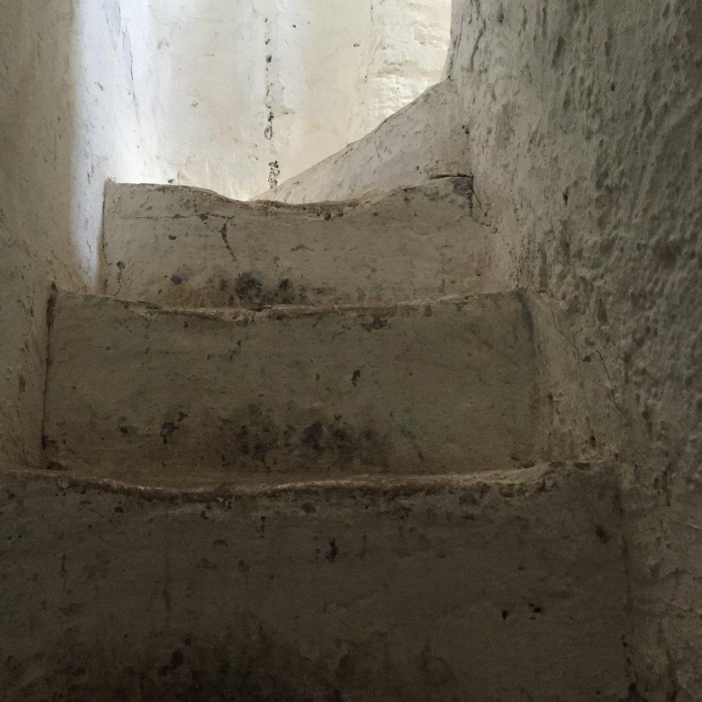 stairwaystone&narrow.jpg