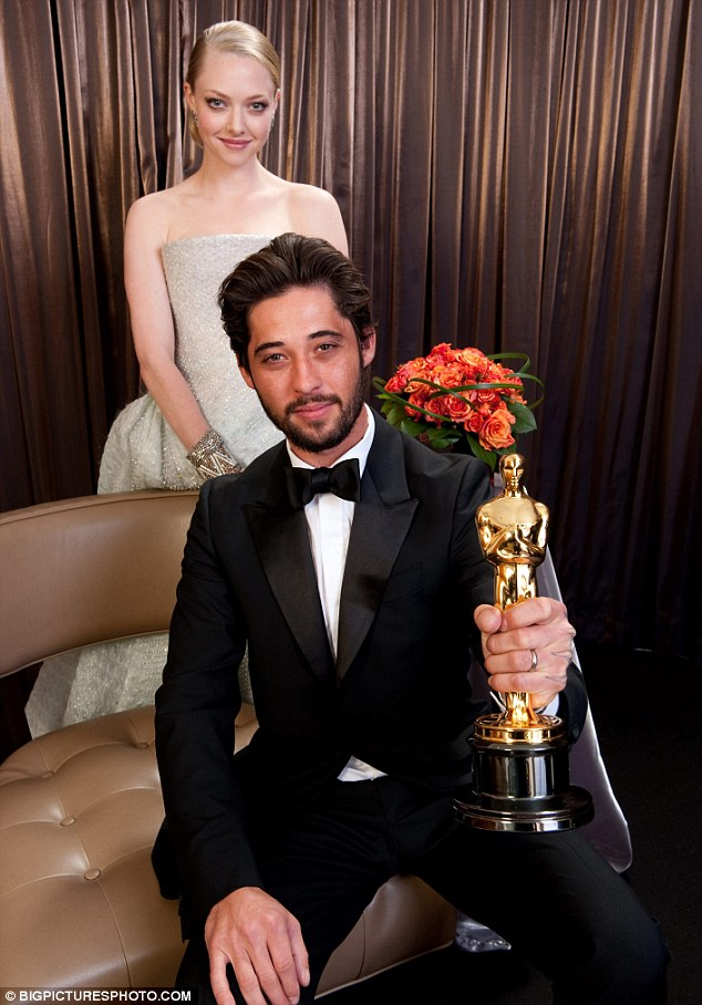 "Ryan Bingham wins Oscar for ""The Weary Kind"""