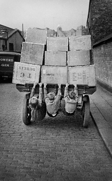 Children_on_cart_1.jpg