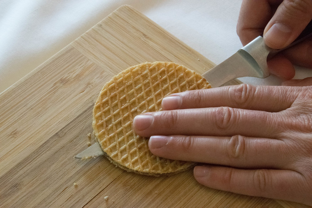 Cutting the stroopwafel