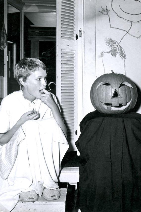 Mia-Farrow-Halloween-Poster