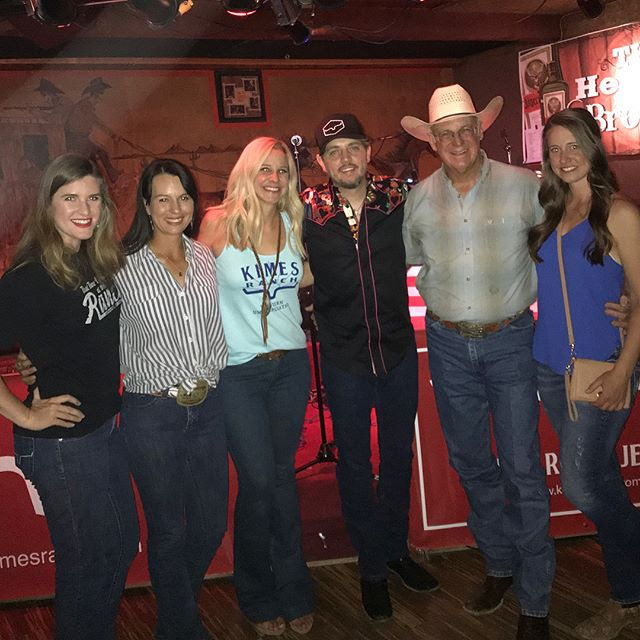 Fun night at AZ's legendary honky tonk @handlebarj_! Great to listen the amazing @mccombover and visit with my friend Ray Herndon!