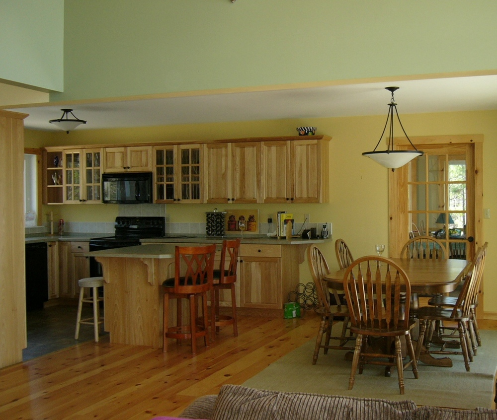 Pat & Murray's kitchen & dining area.jpg
