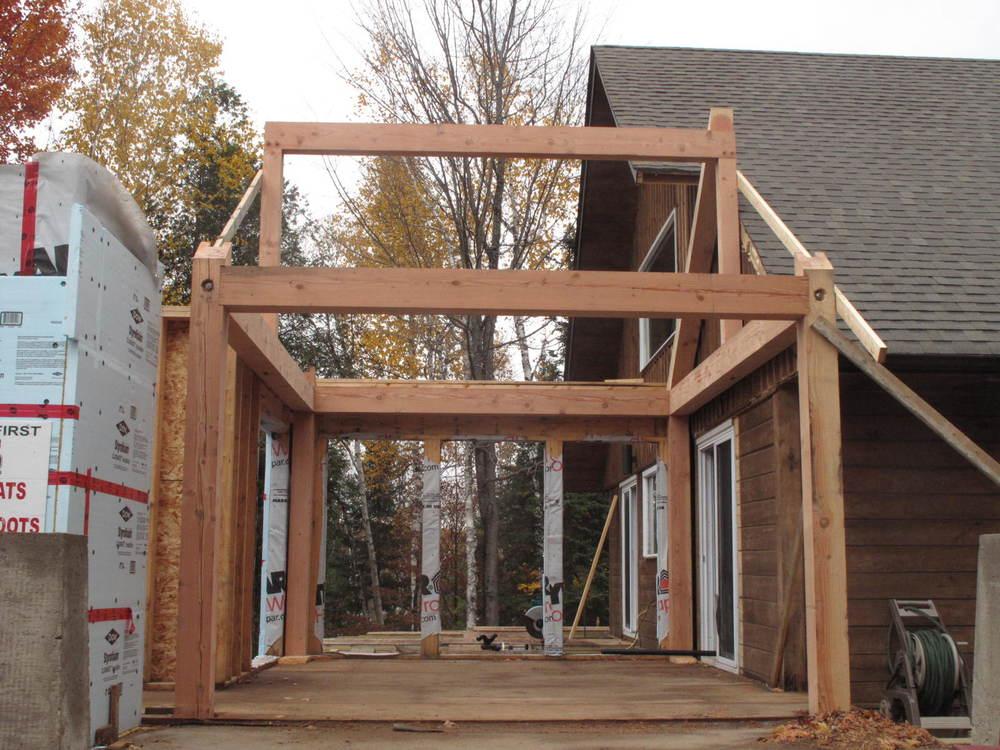 Ray & Carolyn's timber frame breezeway.JPG
