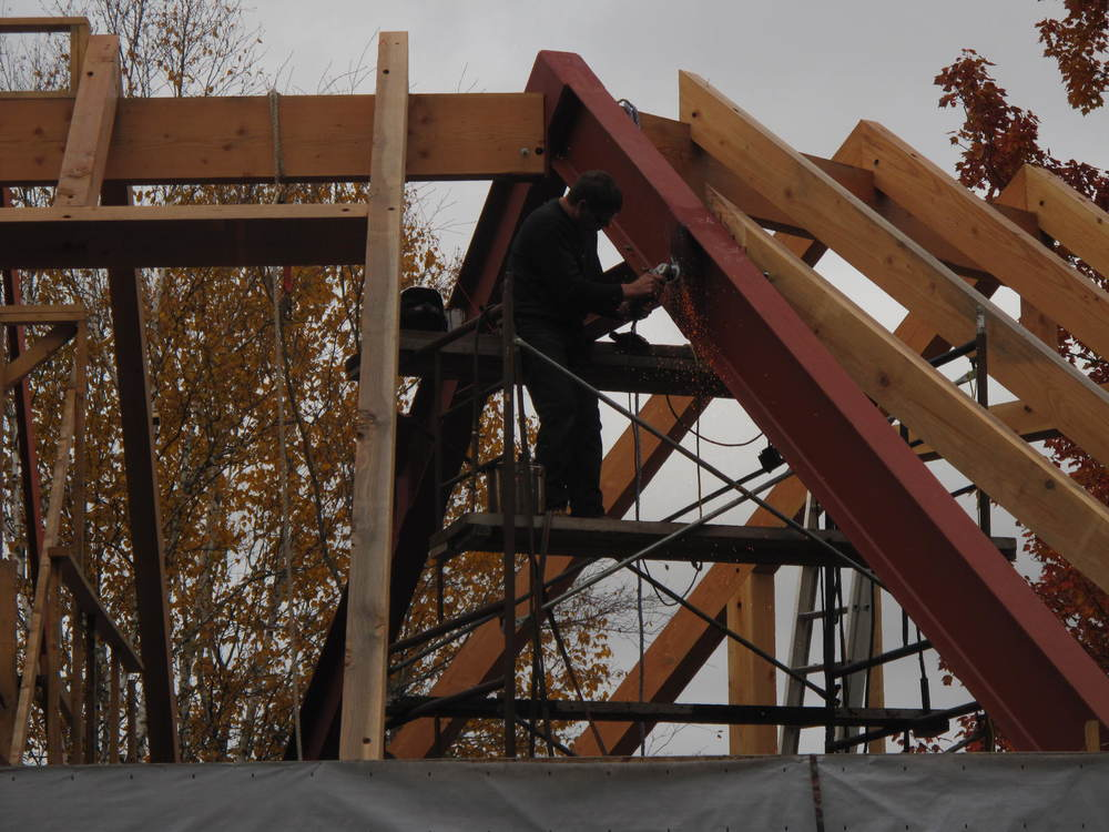 Ray & Carolyn's steel beams going into place.JPG