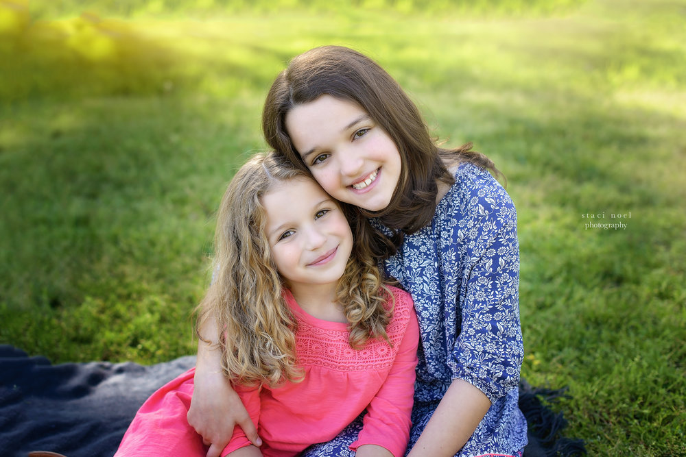 charlotte's best family photographer staci noel photographer captures family images of sisters